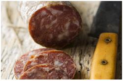 Los glutamatos comúnmente encontrados en carnes, quesos, sopas, u otras proteínas