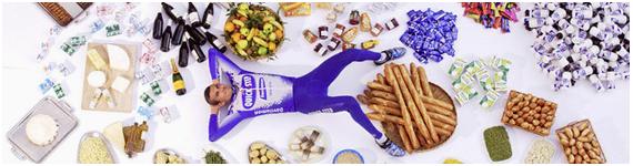 Ciclista Richard Virenque con algunos de los alimentos que consume durante la competencia Tour de Francia