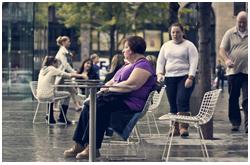 El mantenimiento de peso corporal después de haberlo disminuido es complejo, y al igual que otros rasgos humanos depende de factores externos e intrínsecos